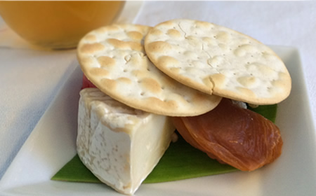 ハワイアン航空 ビジネスクラス 機内食 チーズの盛り合わせ