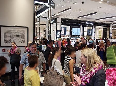 ハワイ アラモアナセンターにオープンしたデパート ブルーミングデールズ