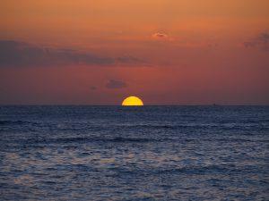 ハワイの夕日を4つお届け